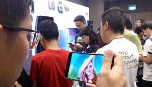 A HardwareZone PlayTest Event with LG - Phone Design Evolved with Curved Displays