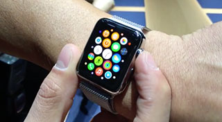 A quick glimpse at the Apple Watch in action