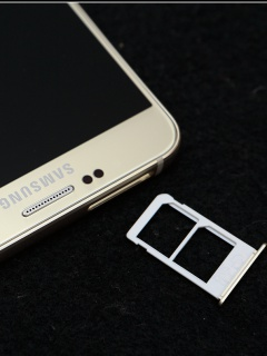 Dual-SIM Samsung Galaxy Note 5 does not have a memory card slot