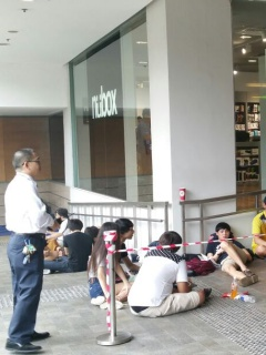 Queues for the Apple iPhone 6s and 6s Plus started two nights before launch