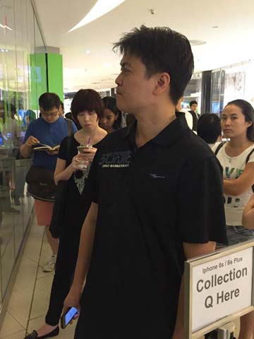 Queues form across Singapore as iPhone 6s and 6s Plus launch today