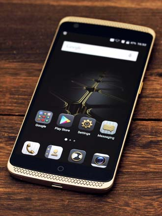 First Looks: ZTE Axon Elite