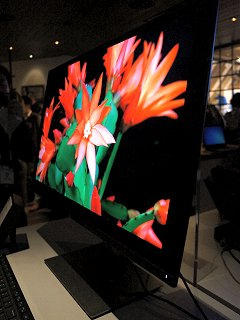 Dell's 30-inch OLED 4K monitor is capable of a billion colors (Updated)