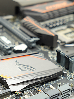 Photos: ASUS Maximus VIII Extreme Assembly