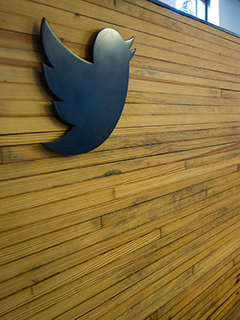 Twitter adds 5 million new users, but forecast is still gloomy