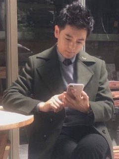 Taiwanese celebrity is seen using the Apple iPhone 7 Plus