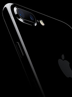 Yes, supply of the iPhone 7 (especially the jet black models) is very limited, even for the telcos