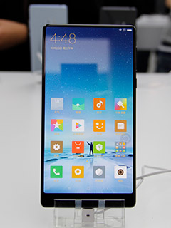 Hands-on with the Mi MIX, Xiaomi's all-screen, all-ceramic flagship phone