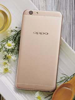Celcom is offering the OPPO F1s for only RM598 with its FIRST Gold Plus plan