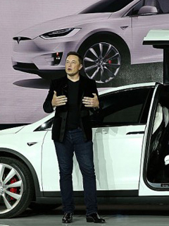 Tesla's updated self-driving software will be available on cars by next week