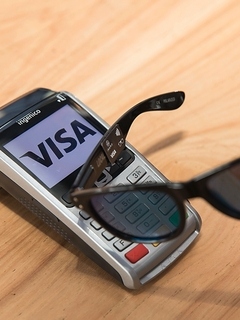 Visa to expand contactless payment to sunglasses