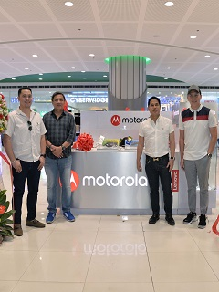 Say #HelloMoto to the new Motorola kiosk in SM Mall of Asia