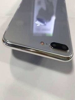 Dummy iPhone 7s Plus handset showcases glass back design