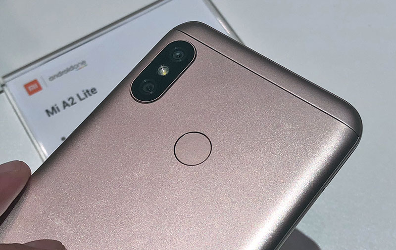 60 seconds with the Xiaomi Mi A2 Lite Android One smartphone