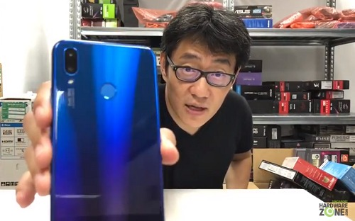 Unboxing the Huawei Nova 3i smartphone - Videos