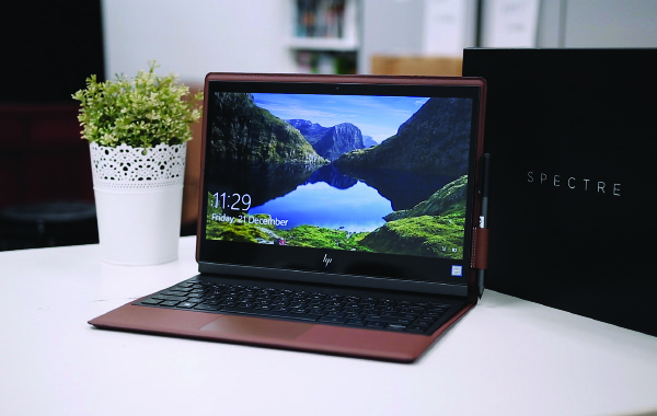 Unboxing the HP Spectre Folio leather-backed convertible notebook