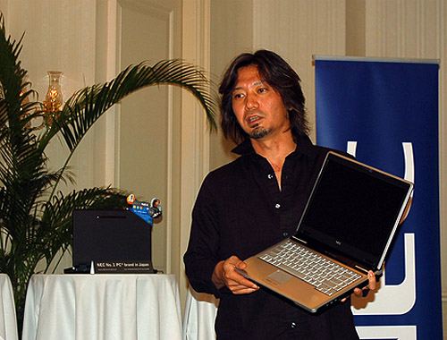 International award-winning designer, Mr. Jun Katsunuma, talks about the intricacies of the notebooks he designed with special emphasis on attention to details. He aspires to draw young executives on the move with the notebook's leather-like texture as well as sleek lines and curves.