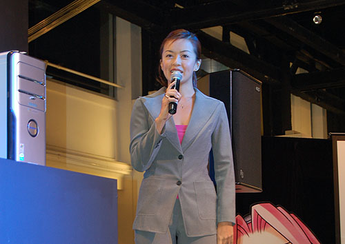 Singapore celebrity Melody Chen brought color to the launch with her chirpy personality and introduced the new Intel Core Duo desktops and notebooks.