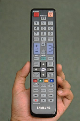 The large elongated Samsung remote that accompanied our test unit. Unfortunately we were not given a chance to try out the full QWERTY remote that Samsung has also released.