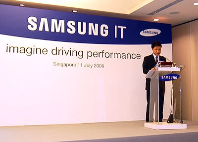 Mr Yoon Ki Heung, Managing Director, Electronics Business Division addresses the crowd on the latest Samsung products.