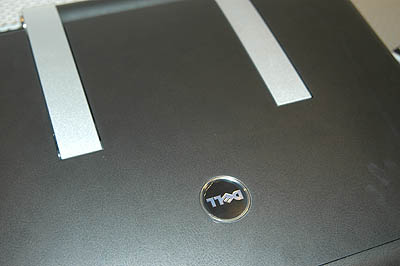 Like the XPS M1210, the XPS M2010 uses synthetic leather for its rear finish.