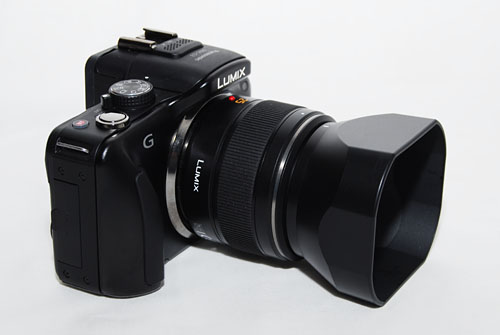 The 25mm lens also comes with its own lens hood. Because of its unique shape, it can't be attached backwards on the lens for easy storage.