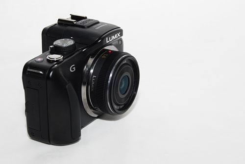In comparison, here's the Panasonic 14mm pancake lens with the G3.