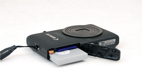 The battery compartment of the Canon IXUS 220 HS.