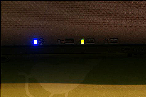 The green light denotes that the remaining battery life is around 50 percent helping you decide when it is time to plug your notebook in to charge it.
