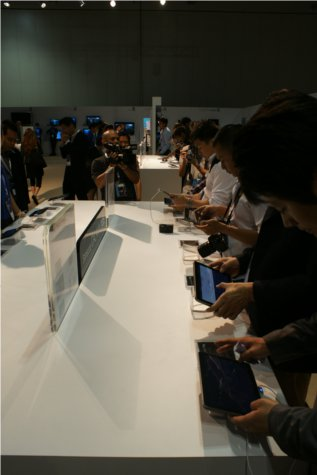 The attendees got their chance to try out Samsung's new fare and can't seem to get enough. That's all from us, and we'll see you at Samsung's forum next year!