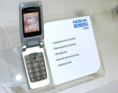 The clamshell varient of the new line-up, the Nokia 6165i.