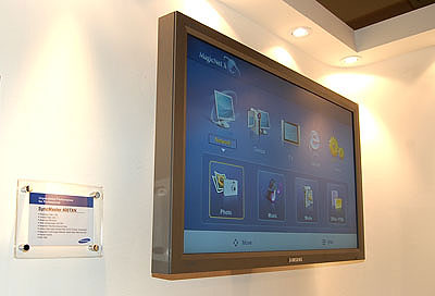 The SyncMaster 400TXN is another professional monitor targeted at the networking segment.