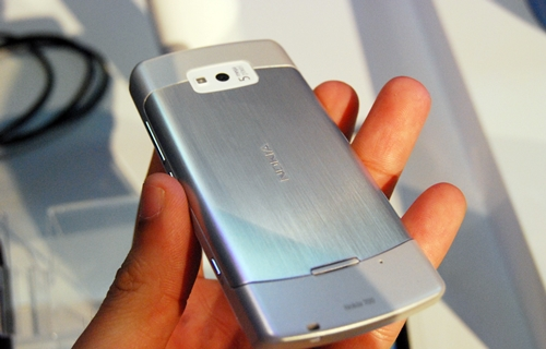 Unlike the Nokia 701, the Nokia 700 comes with a 5-megapixel camera with LED flash.