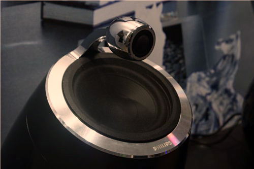 A closer look at the floating tweeters that help the DS9800W handle the higher sound  frequencies.
