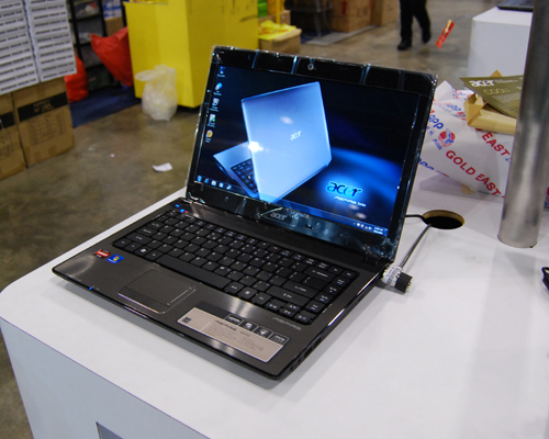 The Acer Aspire 4551G is loaded with the AMD Phenom II X3 triple-core mobile processor N830 (2.1GHz, 1.5MB L2 cache) and comes with the 64-bit version of Windows 7 Home Premium. Priced at $1,398 (usual price $1,598), you'll also get 4GB DDR3 RAM, 640GB HDD and a 14-inch display.