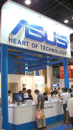 ASUS has a huge booth serving up a hearty selection of premium, lightweight performance notebooks.
