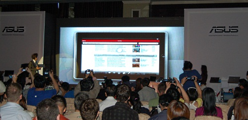 It was a packed, captive audience, as Mr Shih went through the features of each tablet. Here, in giant size is the Eee Pad.