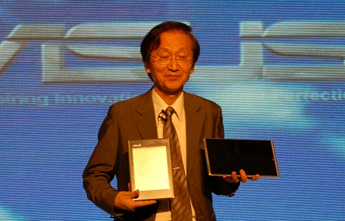 ASUS' chairman Jonny Shih himself was there to show off his two new tablets, the Eee Pad in his left hand and the Eee Tablet in his right.