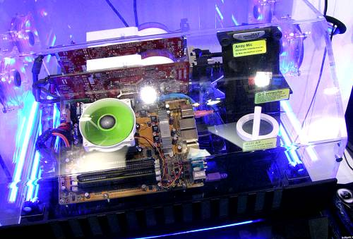 AMD Socket AM2 demo, but instead of the usual nForce 590 SLI displays, ASUS ran their new CrossFire Xpress 3200 / SB600 motherboard. Similarly, this will feature an 8-phase power design, but it doesn't look like ASUS is using their heat-pipe cooling.