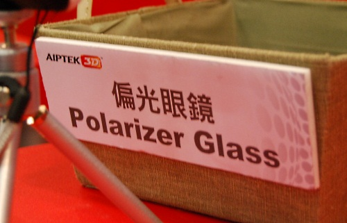 In case you have doubts over what kind of 3D technology that Aiptek is embracing, these polarizer glasses should be the answer you need.