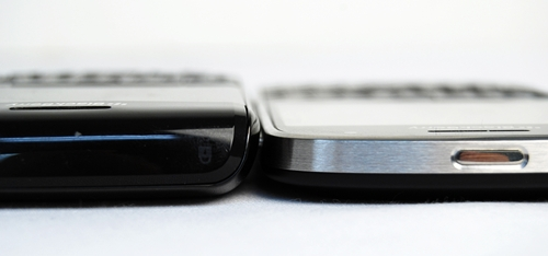 Seen here is the BlackBerry Bold 9780 (left) and BlackBerry Bold 9900 (right). RIM puts the Bold 9900 through a strict diet to keep it slim at 10.5mm, which is more than 3mm slimmer than the Bold 9780's 14mm thickness.