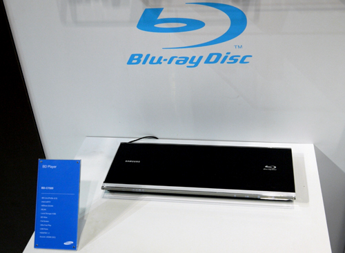 The BD-C7500 Blu-ray player does not share the 3D love like its C6900 cousin, but it has an ultra-slim profile and a fast loading time of 15 seconds to shout for.