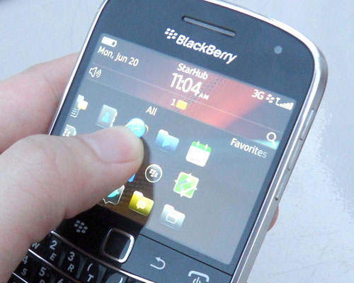 Unlike the previous Bold series, the Bold 9900 incorporates a capacitive touch screen, providing an alternative method to interact with the BlackBerry smartphone.