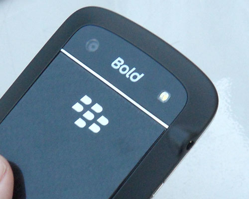 Bid farewell to the leather backing, as we welcome a glass-weave backplate on the Bold 9900.