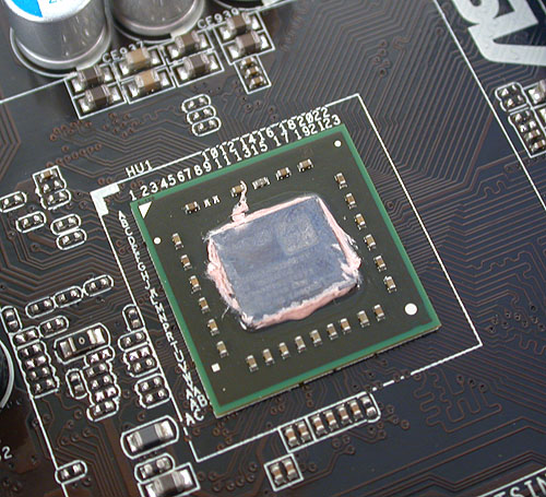 This small chip is the Zacate dual-core APU, manufactured using a 40nm process and with a low TDP of 18W.