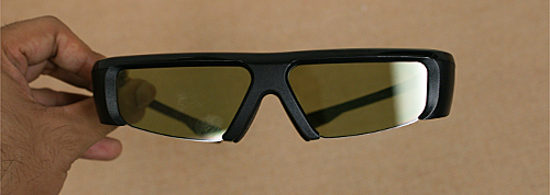 The active shutter glasses work on the principles of stereoscopy, with the left and the right lens switching between dark and transparent alternatively within a matter of milliseconds to provide a full HD 1080p 3D experience.
