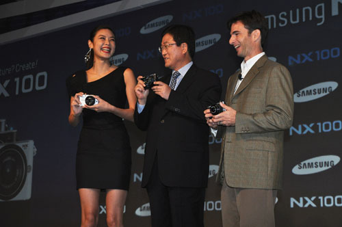 Mr. Sang (center) with surprise guests Gaile Lai (left), famous Hong Kong supermodel and Tyrone Turner (right), National Geographic photographer, both users of the NX100.