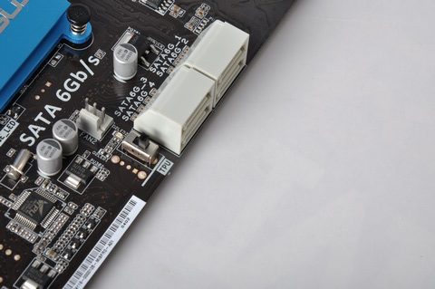On the other hand, the TPU switch, which simplifies the overclocking process, is placed adjacent to the SATA connectors. In other ASUS incarnations, such as the older P8P67 Deluxe, the TPU switch sits near the MemOK! button.