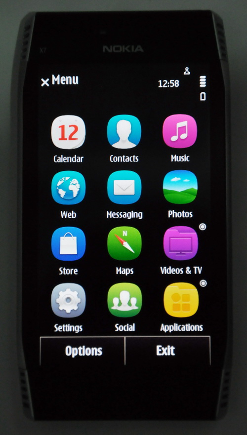 Symbian Anna updated the icons to resemble the MeeGo icons in the N9