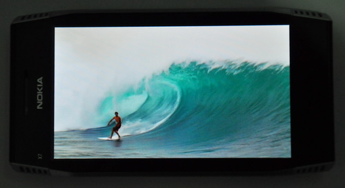 A pre-loaded surfing video played very well on the 4-inch AMOLED display.